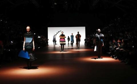 Issey-Miyake-lenastore-lenafashion-fashion-show-a:w-2014:15-Parigi-1