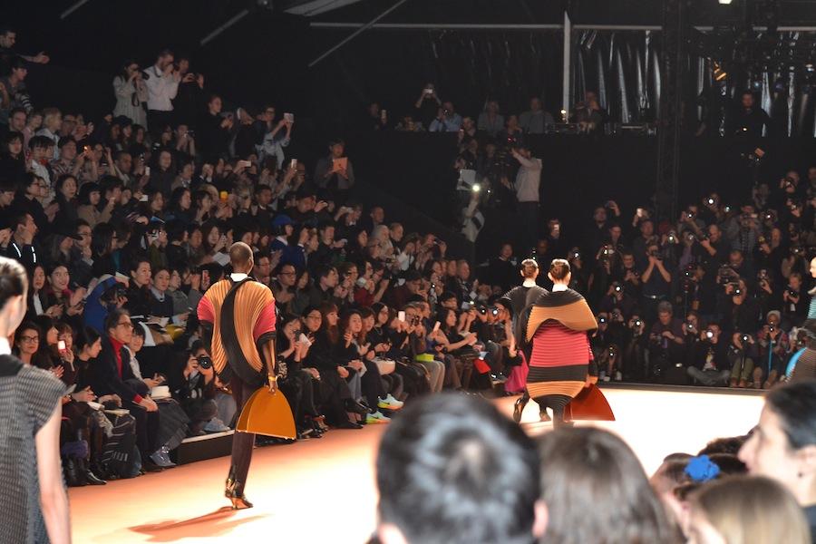 Issey-Miyake-lenastore-lenafashion-fashion-show-a:w-2014:15-Parigi-16