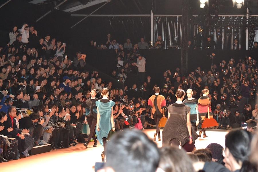 Issey-Miyake-lenastore-lenafashion-fashion-show-a:w-2014:15-Parigi-17