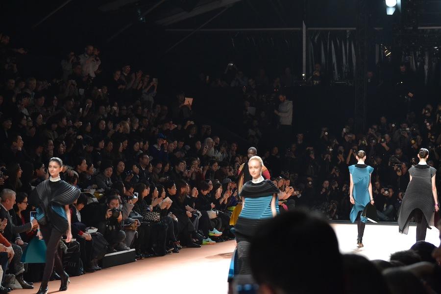 Issey-Miyake-lenastore-lenafashion-fashion-show-a:w-2014:15-Parigi-18