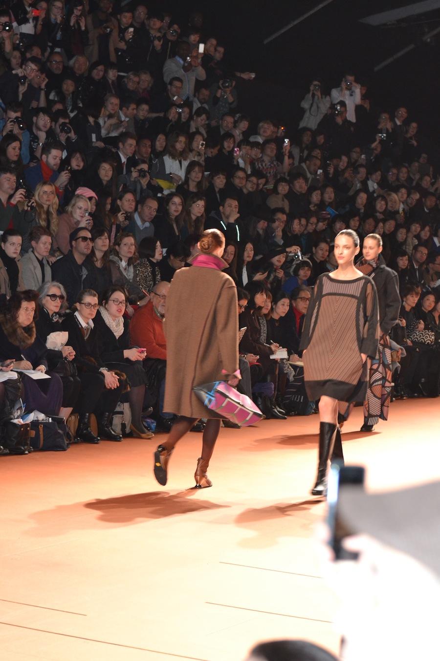 Issey-Miyake-lenastore-lenafashion-fashion-show-a:w-2014:15-Parigi-23