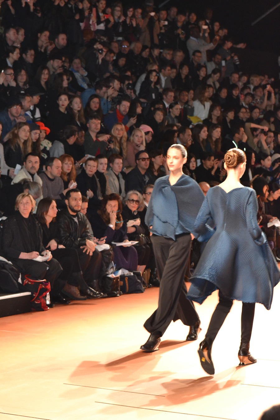 Issey-Miyake-lenastore-lenafashion-fashion-show-a:w-2014:15-Parigi-29