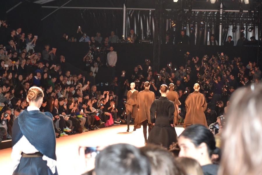 Issey-Miyake-lenastore-lenafashion-fashion-show-a:w-2014:15-Parigi-31